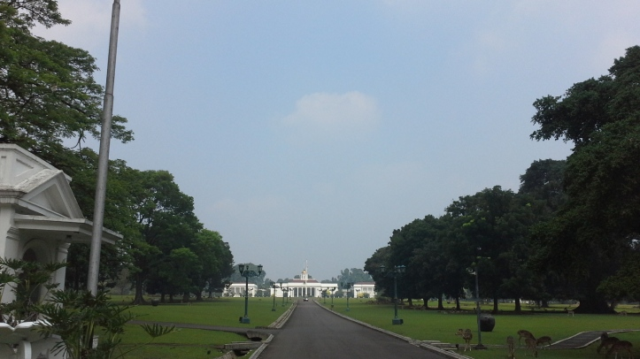 20150614_123626 Bogor Palace entrance view bybyelle
