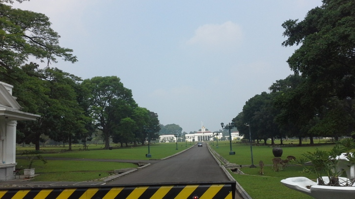 20150614_123634 Bogor Palace view entrance bybyelle